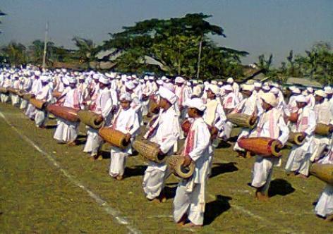 One-thousand-artist pereorms Khul-badon at Nazira