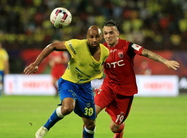 Marcus Williams of Kerala Blasters FC and Nicolas Leandro Velez of NorthEast United FC in action during match 4 of the Indian Super League (ISL) season 2 between Kerala Blasters FC and NorthEast United FC held at the Jawaharlal Nehru Stadium, Kochi, India on the 6th October 2015. Photo by Vipin Pawar / ISL/ SPORTZPICS