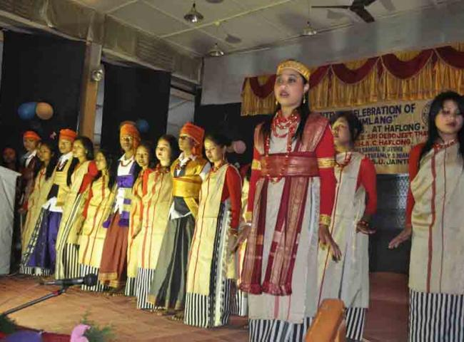 aintia youths are performing traditional dance during Sngi Lumlang