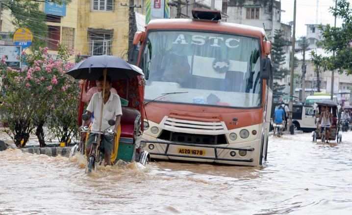 Buses making its way through a flood engulf Zoo Road on 07-07-16. Pix by UB Photos