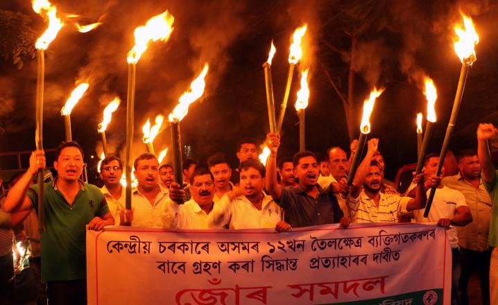 Activists of Asom Jatiyatabadi Yuva Chatra Parishad (AJYCP) take out torch light rally against issue of auction of oil fields in Jorhat on 13-07-16. Pix by UB Photos