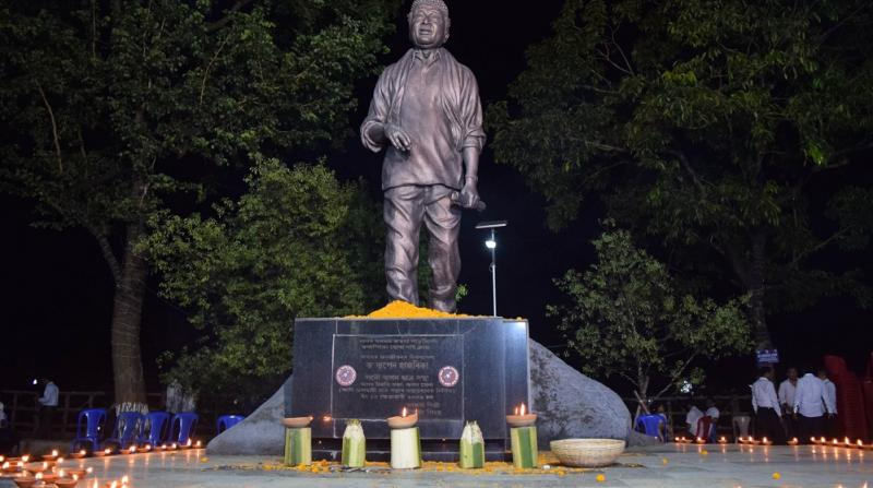 All Assam Students' Union (AASU) celebrated 91th Birth Anniversary of Dr Bhupen Hazarika at Dighalipukhuri Guwahati onFriday. Photo by UB Photos