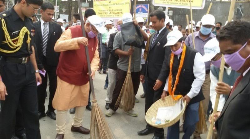 Governor PB Acharjya takig part in swachh bharat