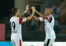 Diomansy Kamara of NorthEast United FC celebrates his goal with Nico Velez