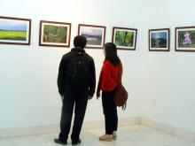 Marvelling Nature: Photography enthusiasts at the recently held photography exhibition cum sale at the State Art Gallery